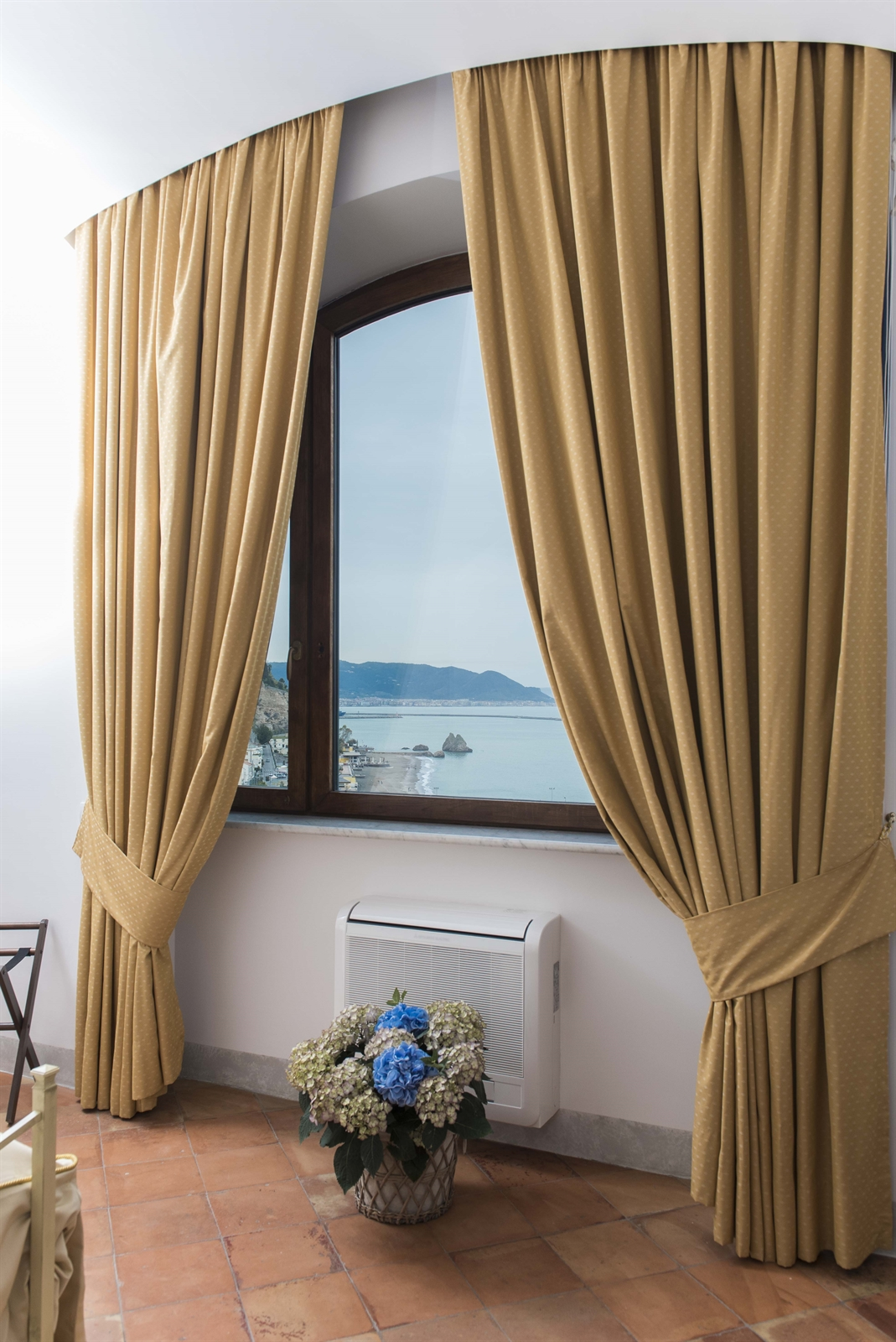 .Sea-view-window-superior-room